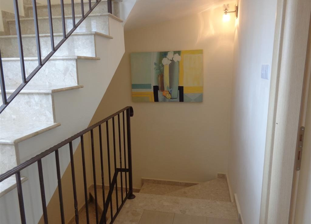 aj-02-staircase-to-ground-floor-large