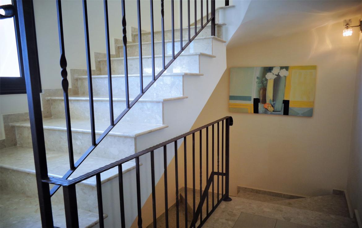 Staircase middle floor